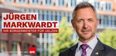 Jürgen Markwardt vorm Rathaus